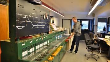 Det elektromekaniske centralapparat i Hjørring er i 2015 stadig i brug. Foto Morten Larsen