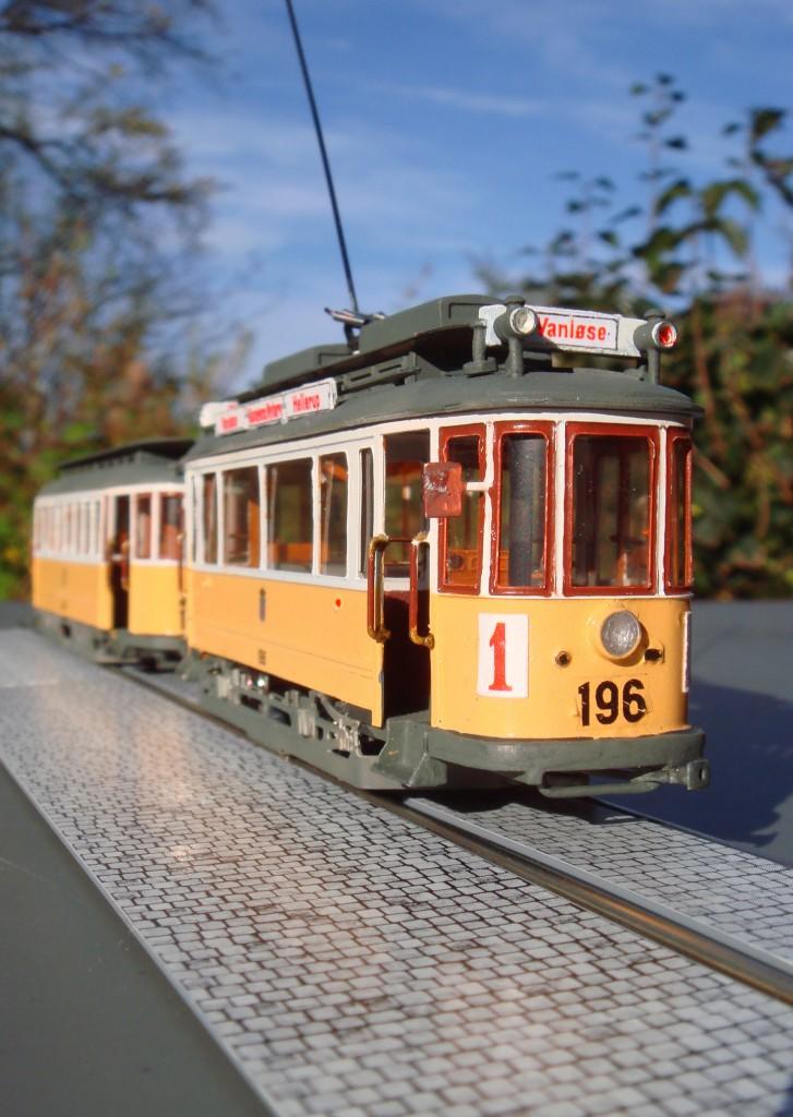 2. Linie 1 holder klar til afgang fra endestationen. Mandskabet holder åbenbart pause